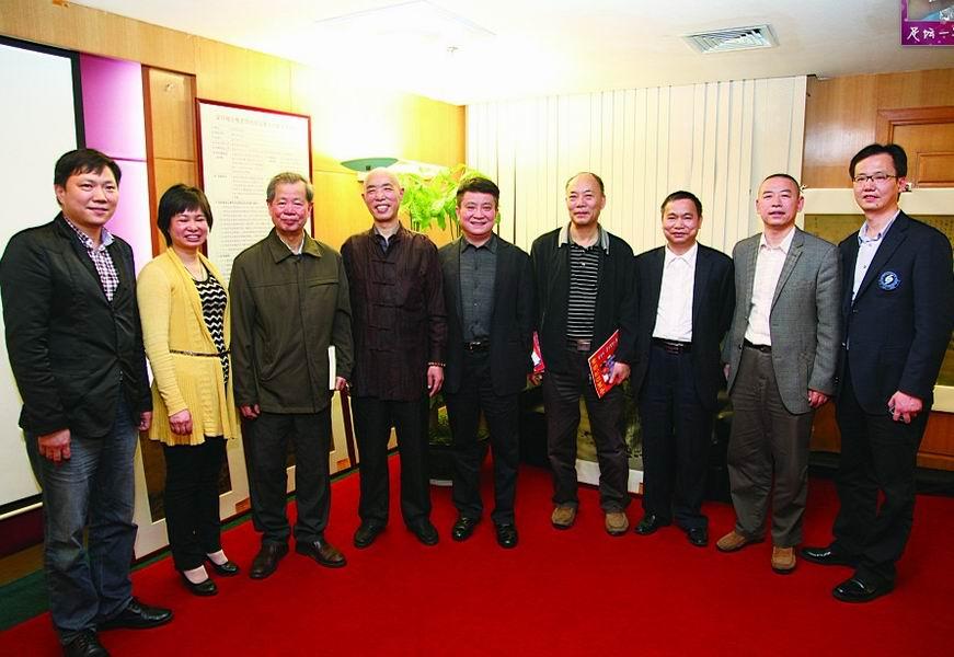 著名书画家陶生源向深圳市新闻人才基金会捐赠画作
